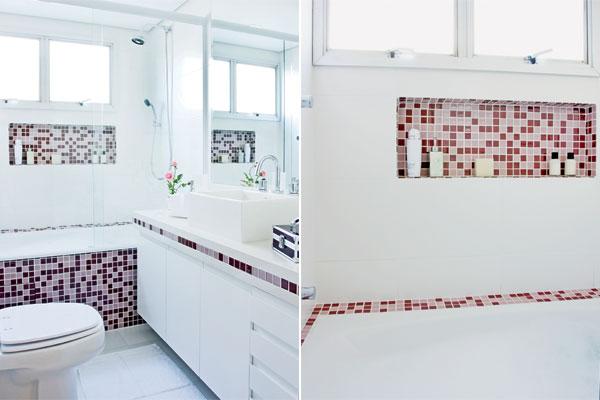 banheiros simples com pastilhas de vidro