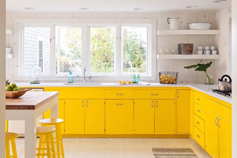 cozinha com balcao amarelo