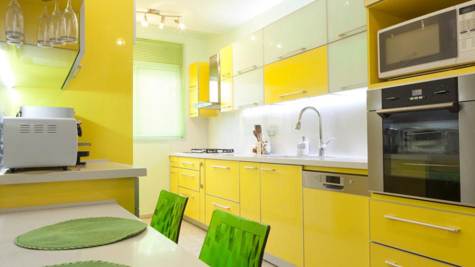 cozinha com moveis amarelos